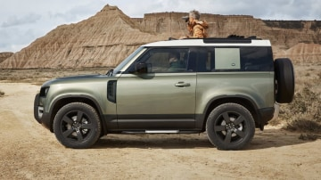Land Rover Defender 90 short wheelbase delayed until 2021
