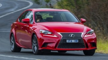 Mid-size luxury comparison test: Lexus IS200t