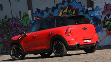 2011_mini_cooper_s_countryman_all4_roadtest_review_37