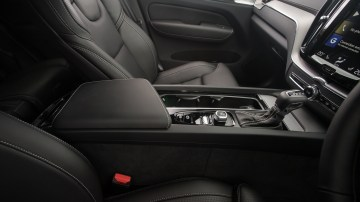 Drive Car of the Year Best Medium Luxury SUV 2021 winner Volvo XC60 front seating