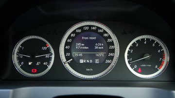 2010_mercedes_benz_c200_cgi_interior_roadtest_review_001