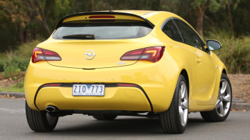 2013_opel_astra_gtc_road_test_review_02
