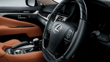 Lexus LS460.