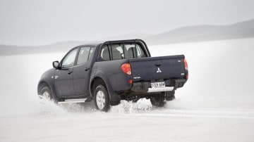 2010_mitsubishi_triton_09_driving_on_ice