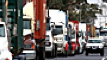 Victoria first state to ban trucks from right-hand freeway lanes