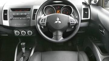 Mitsubishi Outlander VR-X seven-seater