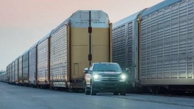 Ford F-150 EV tows 453-tonne train - video