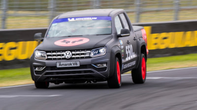 VW V6 Amarok laps Mount Panorama