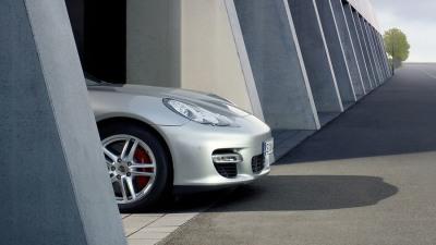 Porsche Panamera Gran Turismo Plays Peek-A-Boo