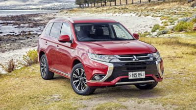 2017 Mitsubishi Outlander PHEV Review | A Sharper Look For Mitsubishi's Green Hero