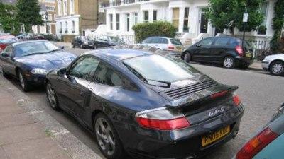 Londons Mayor returns fire in petrol-guzzler tax war