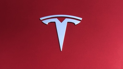 """Tesla boss Elon Musk admits car quality flaws, says mass production is """"hell"""""""