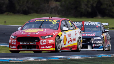 Motorsport: McLaughlin out-duels Whincup