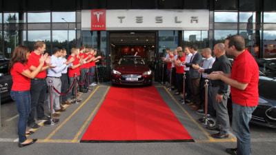 Tesla Model S Sedan Sets New Crash Safety Record In The US