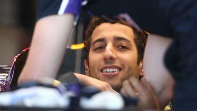 Australian F1 Grand Prix: Hamilton Grabs Pole, Ricciardo Second