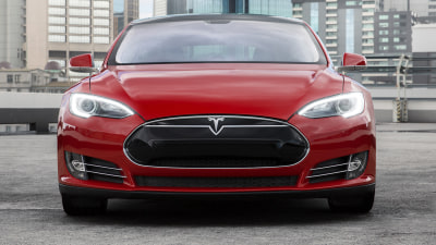 Tesla Model S – Latest Update For Australia Brings Summon Remote Parking Feature (Video)