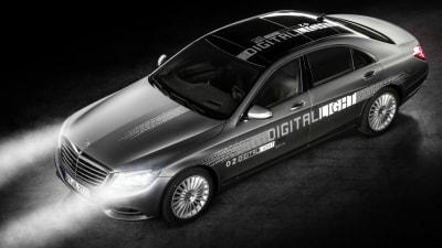 Mercedes-Benz Unveils Digitally-Controlled HD Headlights