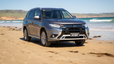 Mitsubishi Outlander PHEV ES 2018 review