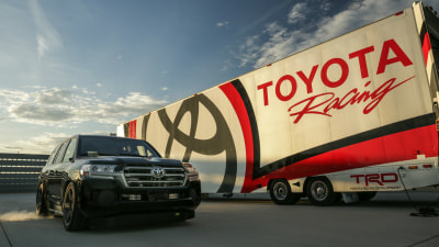 Toyota LandCruiser The World's Fastest SUV - With A Little Help (Video)