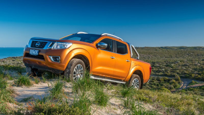 2015 Nissan Navara REVIEW - NP300 ST-X, Workboots And A Smart Suit