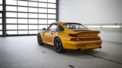 Porsche builds a new air-cooled 911