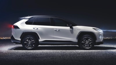 Toyota to push hybrid tech in all models