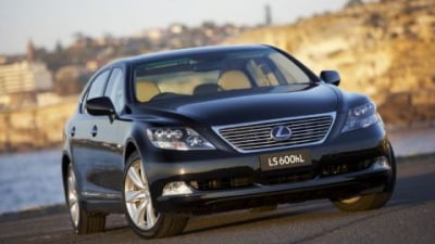 2008 Lexus LS600hL released