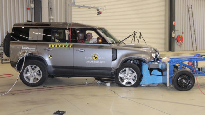 Land Rover Defender scores top safety rating despite no centre airbag