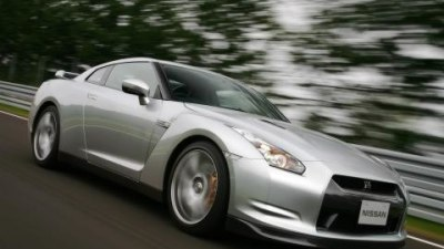 2008 Nissan GT-R uses GPS to disable speed-limiting at the track
