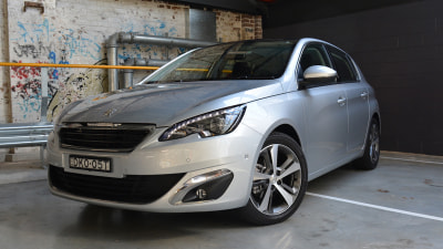 2017 Peugeot 308 Allure REVIEW - New Powertrain Highlights Enticing VW Golf Rival