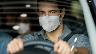 Warning: Big fines for hanging a face mask on rear-view mirror while driving