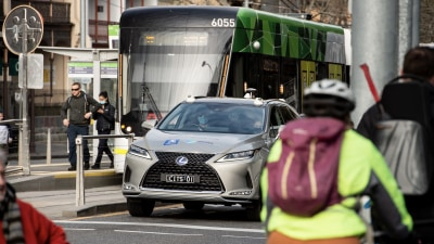 Cars that talk to trams and traffic lights begin trial on Australian streets