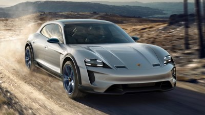 Porsche will 'smash' electric cars: Webber