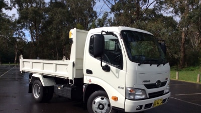 2016 Hino 300 Series 616 IFS Tipper REVIEW - This Tuff Fella Needs No Special Licence To Operate