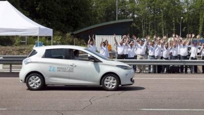 Renault Zoe Electric Vehicle Racks Up 1618 Kilometres In 24 Hours