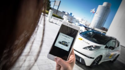 Nissan launches self-driving taxi service
