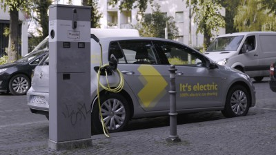 Volkswagen launches electric car sharing service