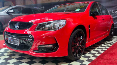 'Last' Holden Commodore sells for $750,000, as final car to roll off the line remains in museum