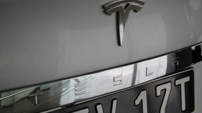 Tesla | Autopilot Gains New Features - New Records From 2017 Q1 Sales