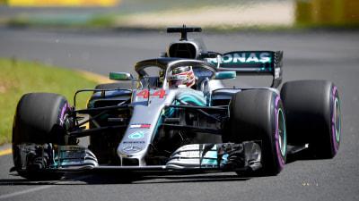 Hamilton dominates qualifying at Albert Park