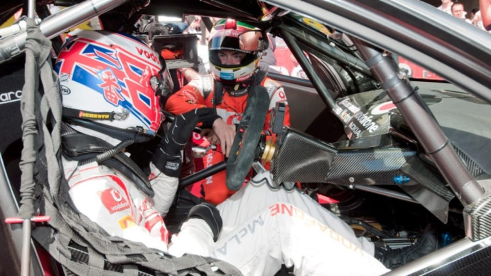 Craig Lowndes and Jenson Button tackle Mount Panaroma in an F1 car.