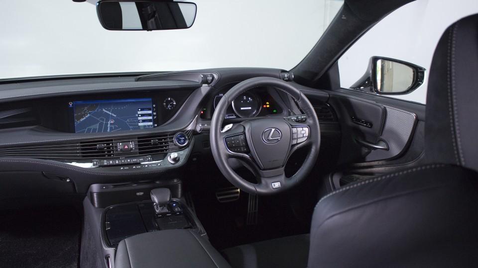 Lexus LS500h.