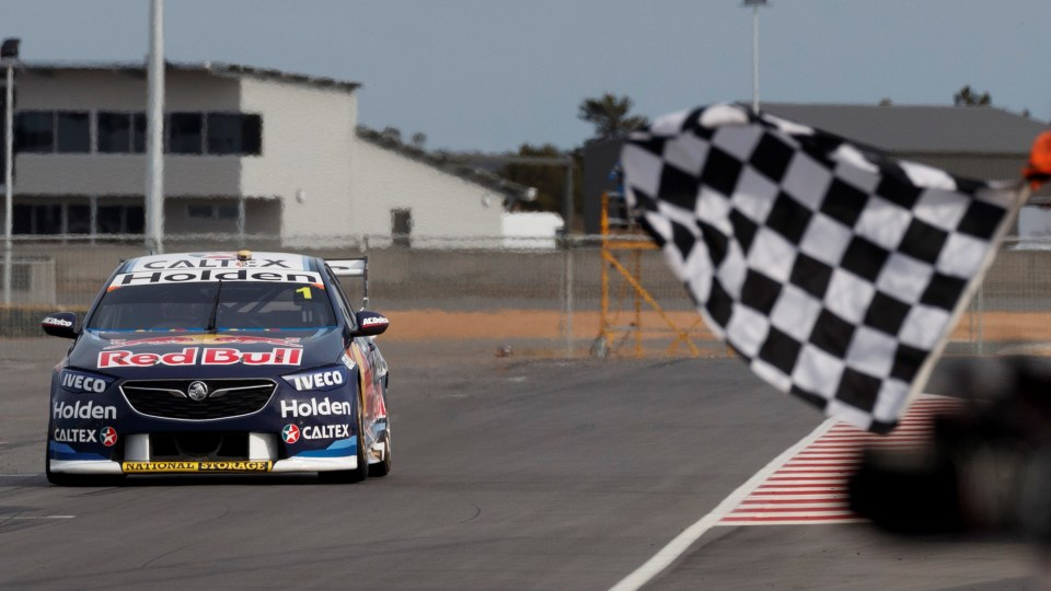 Motorsport: Whincup dominates Sunday at The Bend