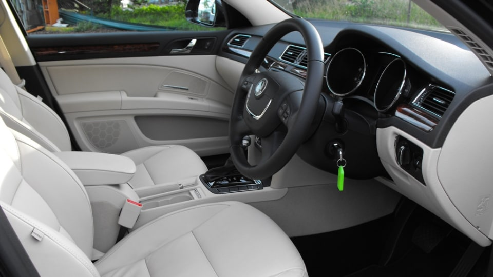 2009-skoda-superb-drivers-side-interior.jpg