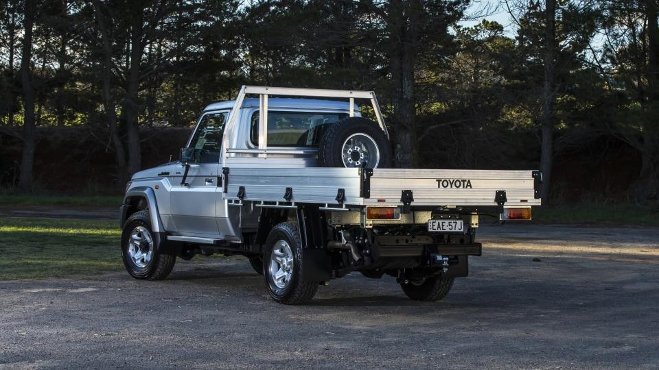 2020 best off-road suv toyota landcruiser exterior rear