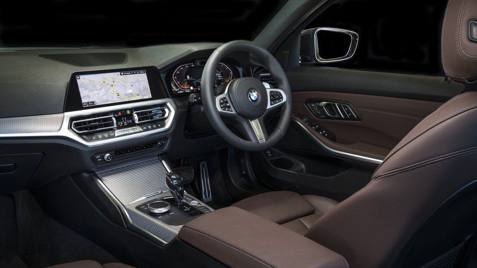 2020 best medium luxury car bmw 3 series interior