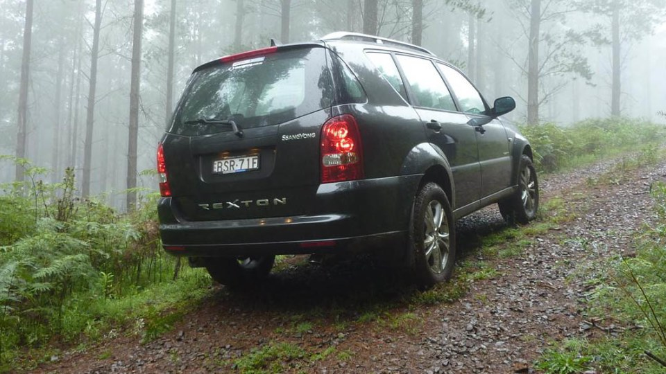 2011_ssangyong_rexton_road_test_review_14