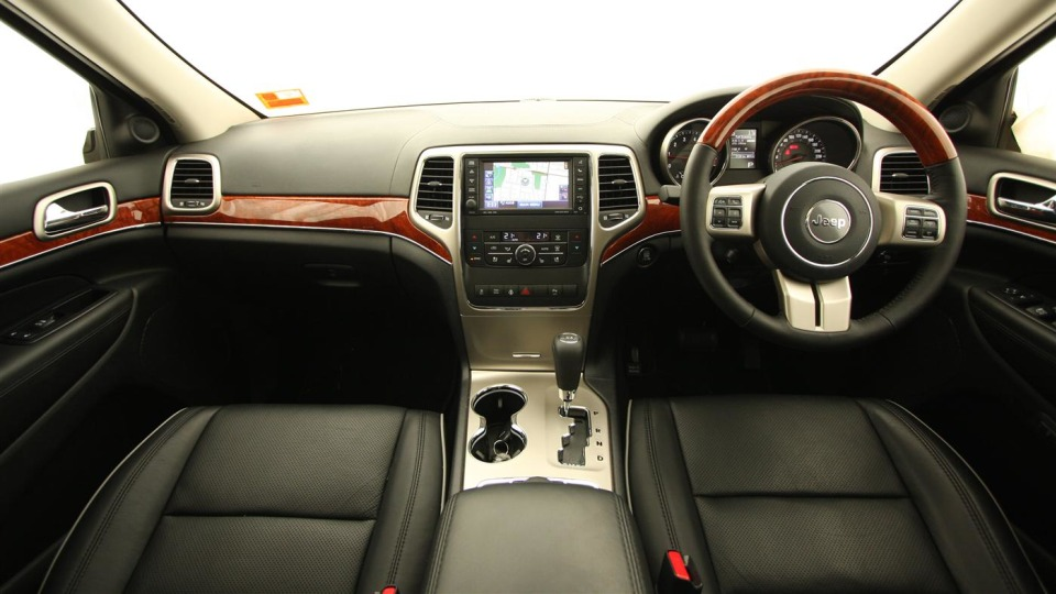2011_jeep_grand_cherokee_overland_v8_review_interior_43