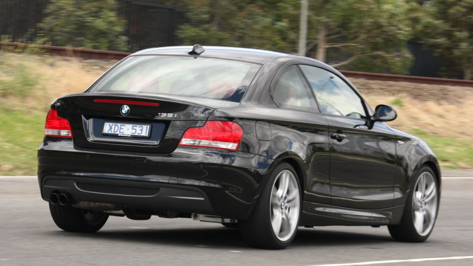 2010_bmw_135i_road_test_review_04