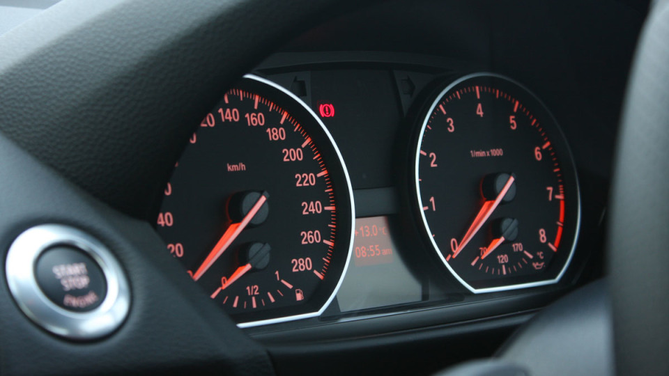 2010_bmw_135i_road_test_review_interior_01